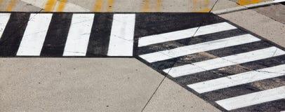 Straßensymbol auf Rollbahnflughafen Stockfotos