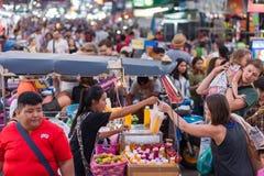 Straßentouristen Bangkoks Khao San Lizenzfreie Stockfotografie
