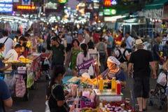 Straßentouristen Bangkoks Khao San Lizenzfreies Stockbild