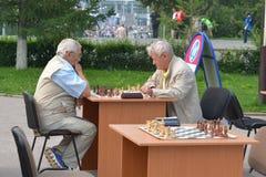 Straßenturnier auf Schach an einem Feiertagstag des Athleten. Tyum Lizenzfreie Stockbilder