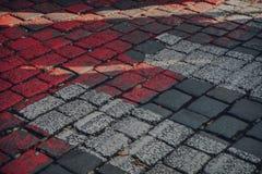Straßenziegelsteinrot und -WEISS stockbilder