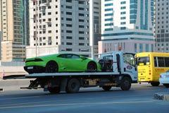 Straßenverkehr in Scharjah-Stadt, Arabische Emirate stockfoto