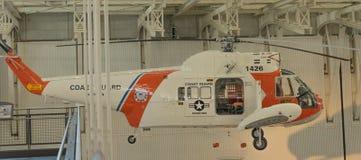 Straż Przybrzeżna Ratowniczy helikopter zdjęcie stock