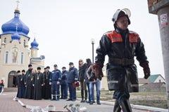 Strażacy i księża obraz stock