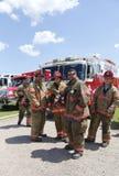 Strażacy od wolnego portu Przewożą samochodem 1 Techniczną Ratowniczą firmy pozycję w przodzie samochód strażacki Zdjęcia Stock