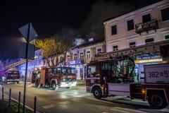 Strażacy walczy ogienia obrazy stock