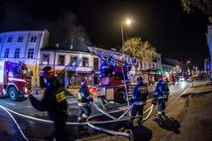 Strażacy walczy ogienia fotografia royalty free
