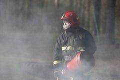 Strażak w dymu obraz royalty free