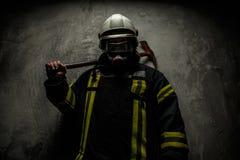 Strażak w mundurze obrazy stock