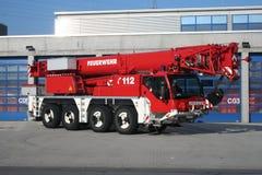 Strażaka żurawia ciężarówka Zdjęcia Stock