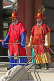 Strażnicy przy Gyeongbok pałac Seul, Południowy Korea Obrazy Stock