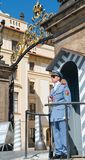 Strażników stojaki przy uwagą ochrania Praga kasztel Sierpień 29, 20 Obraz Royalty Free