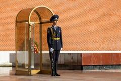 Strażnik Prezydencki pułk Rosja blisko grobowa Niewiadomy żołnierz Obrazy Royalty Free