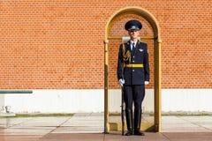Strażnik Prezydencki pułk Rosja blisko grobowa Niewiadomy żołnierz Zdjęcie Stock