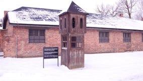 Strażowy budka przy Auschwitz Birkenau, poprzednia Niemiecka Nazistowska koncentracja i eksterminacja, obozuje 4K steadicam wideo zbiory