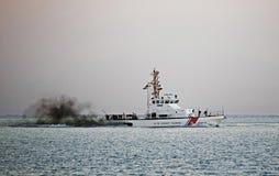 Straży Przybrzeżnej łódź patrolowa Oct 11, 2015 przylądek May Nowy - bydło Zdjęcia Royalty Free