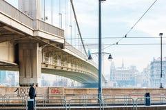 Stra?enansicht von historischem Architektur in Budapest, Ungarn stockfotos