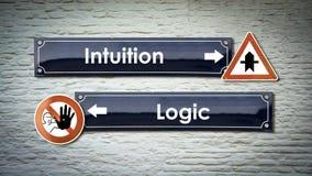 Stra?enschild-Intuition gegen Logik lizenzfreie stockfotografie
