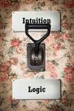 Stra?enschild-Intuition gegen Logik stockfotografie