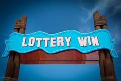 Stra?enschild zum Lotterie-Gewinn lizenzfreie stockbilder