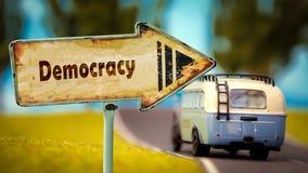 Stra?enschild zur Demokratie stockfotos
