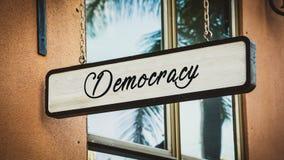 Stra?enschild zur Demokratie stockfoto