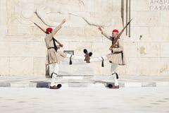 Stra?nik przed Greckim parlamentem, Maj 17 2014 athens zdjęcia royalty free
