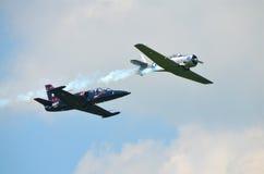 Straal en steunvliegtuig samen stock foto's