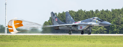 Straalvechter mikojan-Gurewitsch mig-29 (Poolse Luchtmacht) demonstratie tijdens de Internationale Ruimtevaarttentoonstelling Stock Foto's