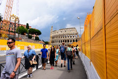 Straat aan Coloseeum in Rome Stock Fotografie