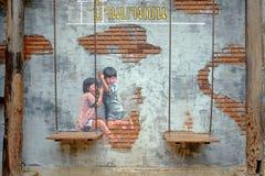 STRAAT ART Painting op muur twee leuke kleine zustershavi Stock Fotografie