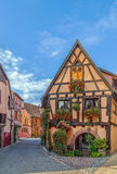Straat in Bergheim, de Elzas, Frankrijk Stock Foto's