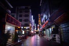 Straat bij nacht in Zhangjiajie, Hunan, China Stock Foto