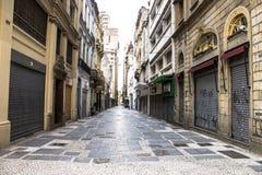 Straat binnen de stad in Stock Foto's
