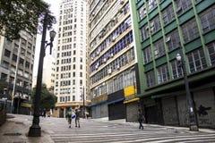 Straat binnen de stad in Royalty-vrije Stock Fotografie