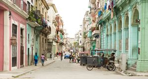 Straat in Centro Havana in Cuba stock foto's