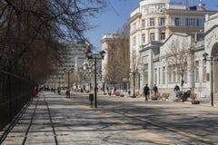 Straat in de lente in Saratov Stock Afbeelding