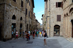 Straat in de stad van San Gimignano in Toscanië, Italië Stock Afbeeldingen