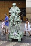 Straat die Kunstenaar in Barcelona uitvoeren Stock Afbeeldingen