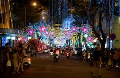 Straat die voor Kerstmis in Vietnam wordt verfraaid Stock Fotografie