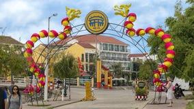 Straat die voor Tet in Hoi An, Vietnam wordt verfraaid royalty-vrije stock foto's