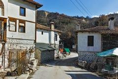 Straat in dorp van Rozhen, Bulgarije royalty-vrije stock fotografie