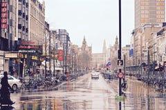 Straat in een regenende dag, Antwarp, België Stock Foto