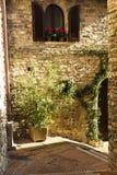 Straat in een stad van Toscanië Stock Afbeelding