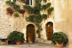 Straat in een stad van Toscanië Stock Fotografie