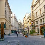 Straat en gebouwen in het Oude Centrum van Boekarest Royalty-vrije Stock Afbeeldingen
