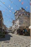 Straat en huizen in district Kapana, stad van Plovdiv, Bulgarije royalty-vrije stock afbeelding