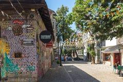 Straat en huizen in district Kapana, stad van Plovdiv, Bulgarije stock foto