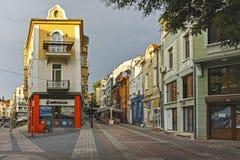 Straat en huizen in district Kapana, stad van Plovdiv, Bulgarije royalty-vrije stock foto
