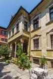 Straat en huizen van de periode van Bulgaarse heropleving in oude stad van stad van Plovdiv, Bulgarije stock foto's
